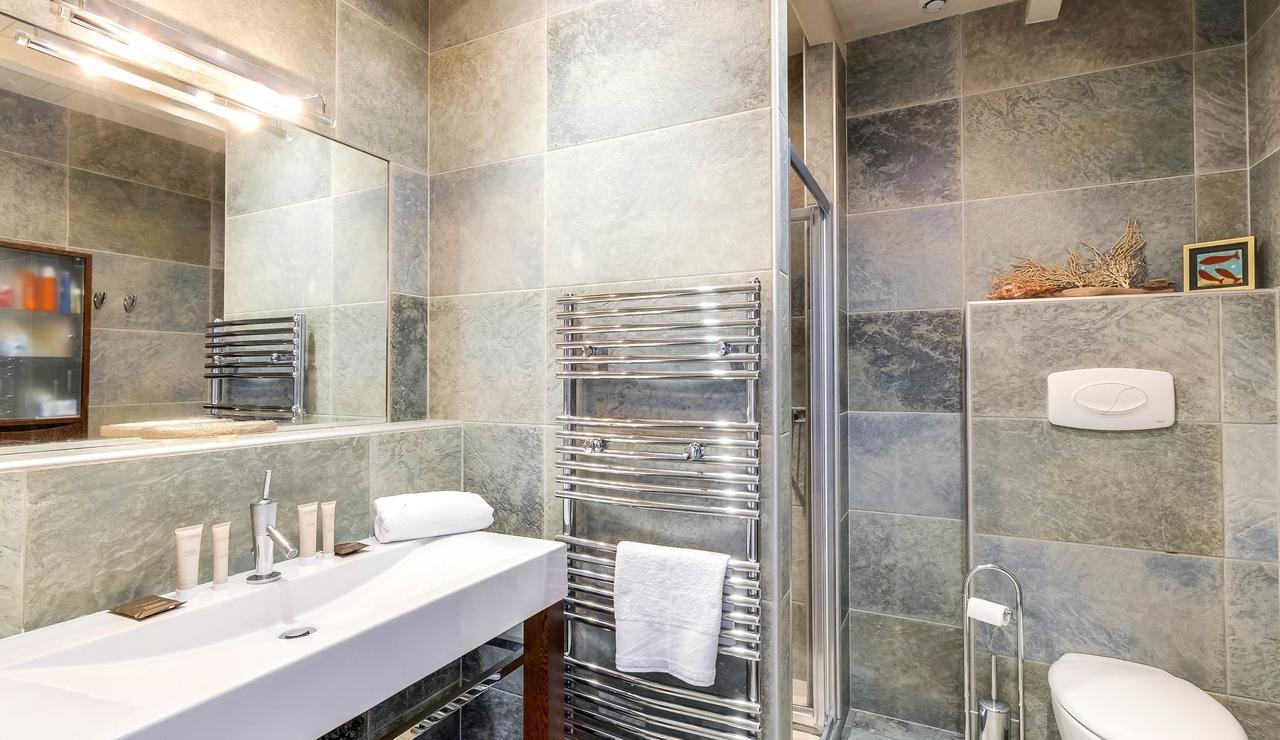 sainte-marie-ile-de-re-villa-bathroom-1