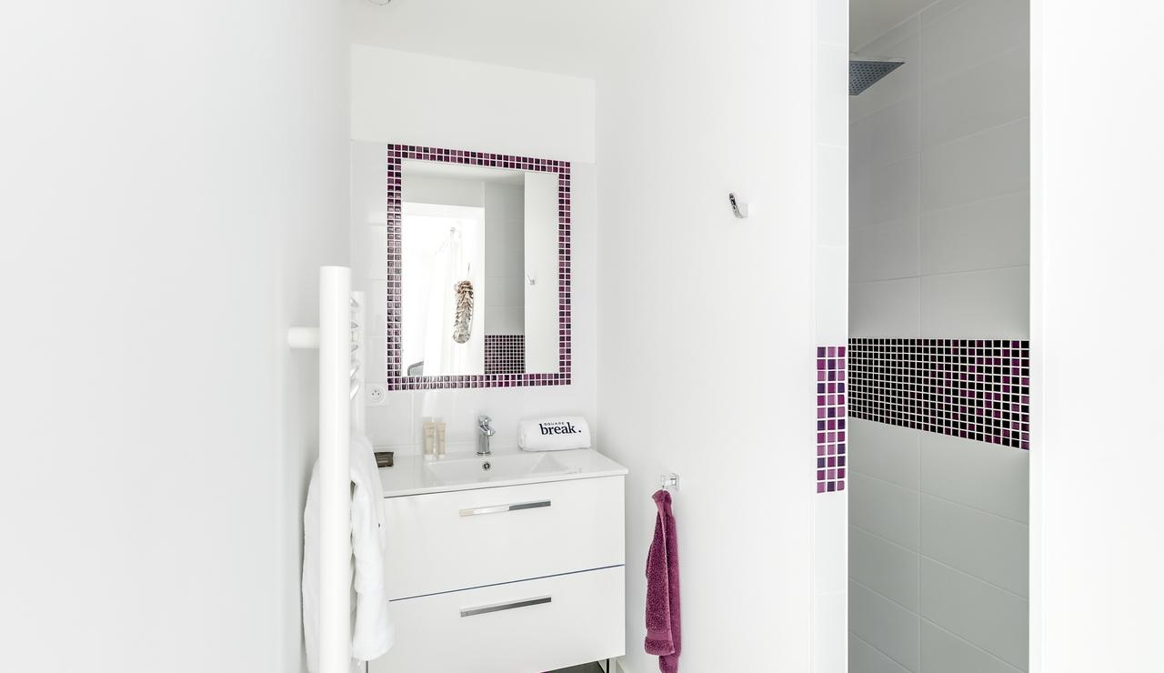 les-portes-en-re-villa-bathroom-3