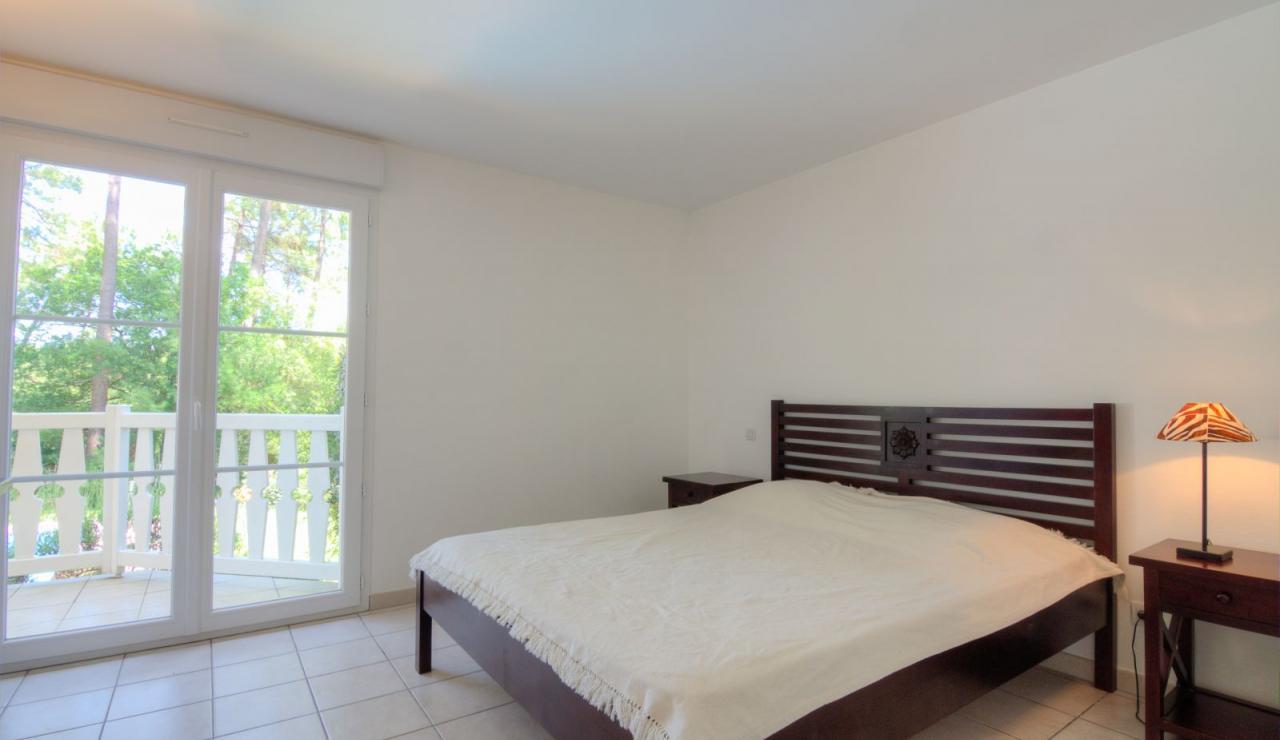 atlantic-green-lacanau-villa-master-bedroom