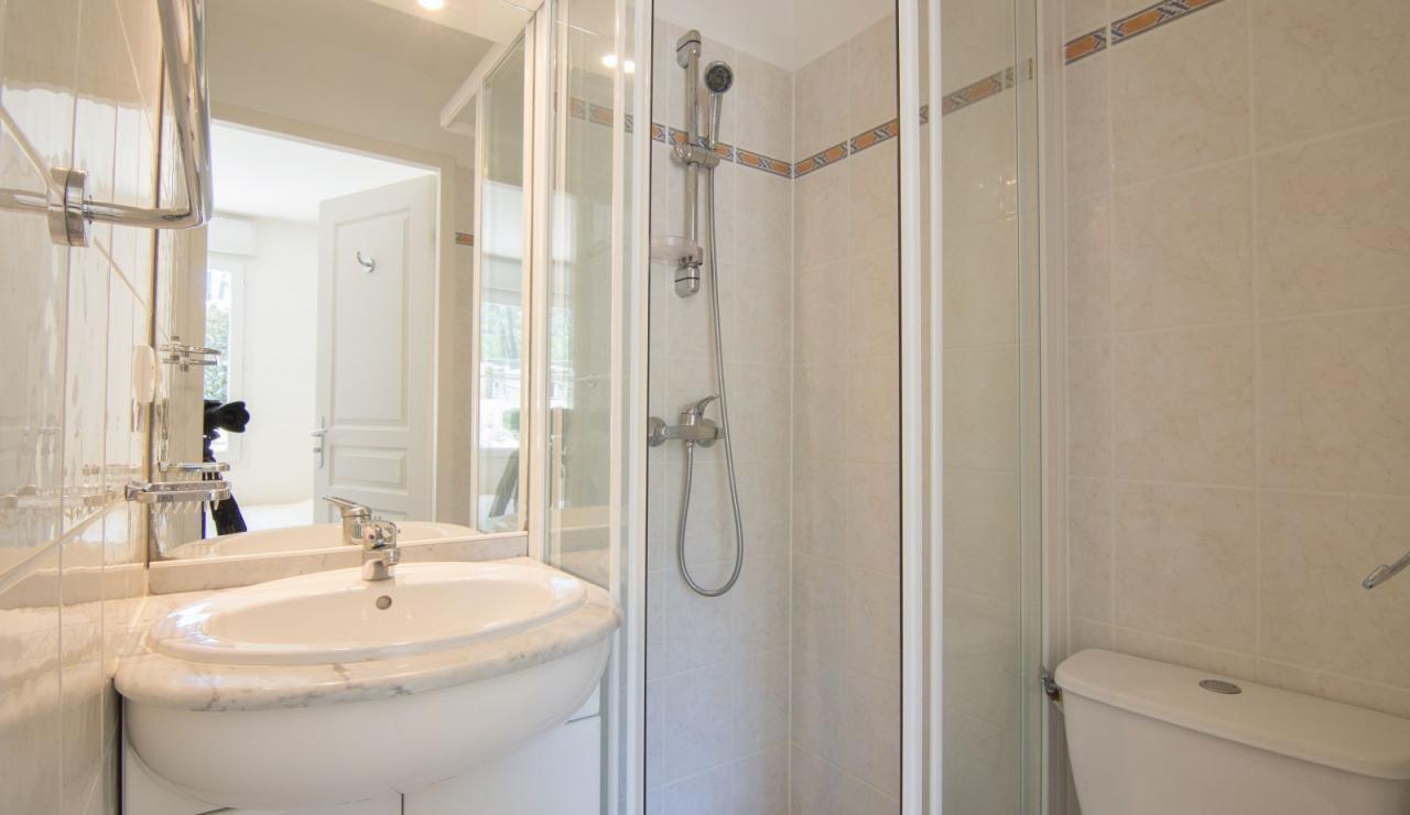 atlantic-green-lacanau-villa-shower-2