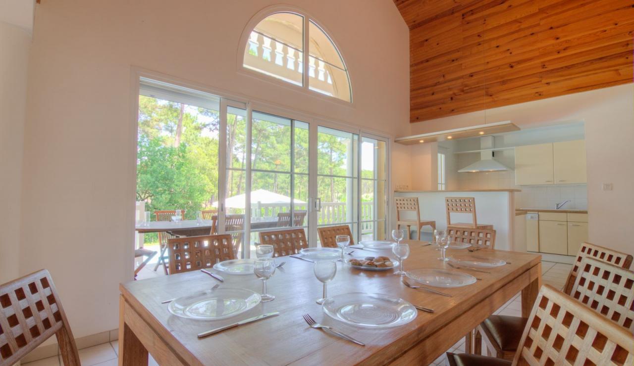 atlantic-green-lacanau-villa-indoor-dining