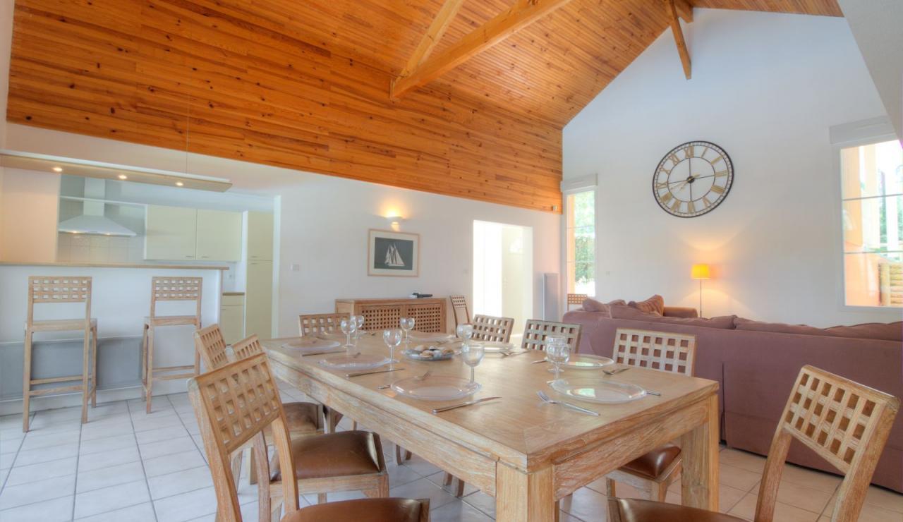 atlantic-green-lacanau-villa-indoor-dining-2