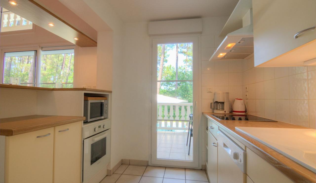 atlantic-green-lacanau-villa-kitchen