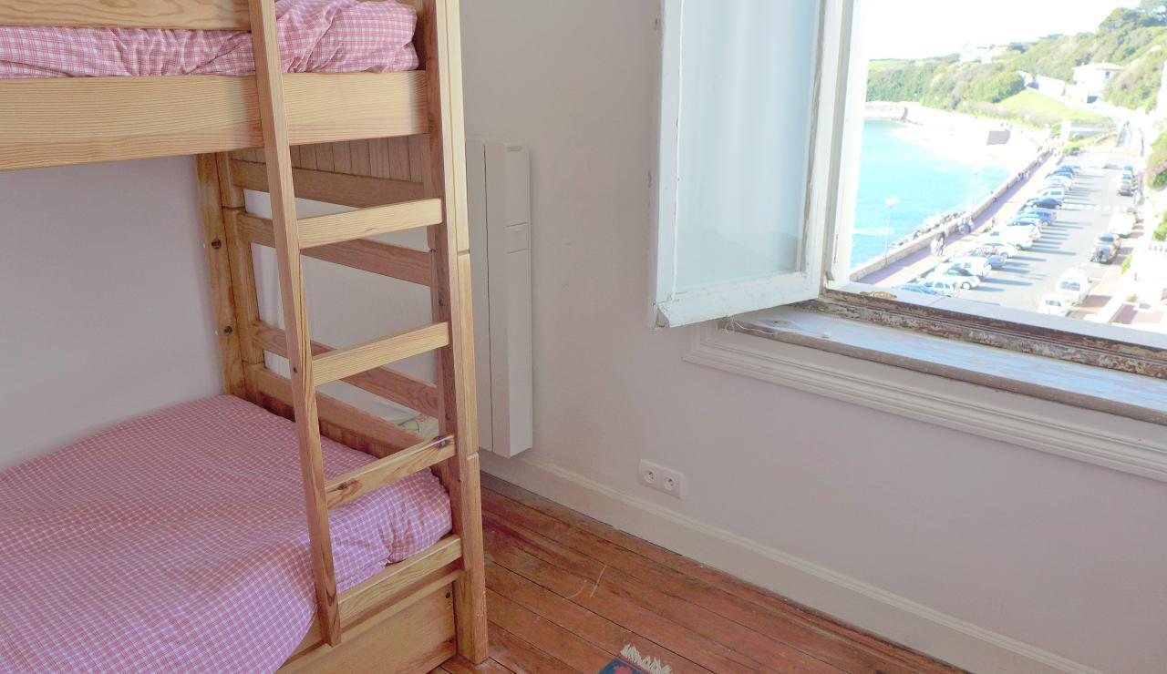 st-jean-de-luz-bay-view-apartment-bunk-bedroom