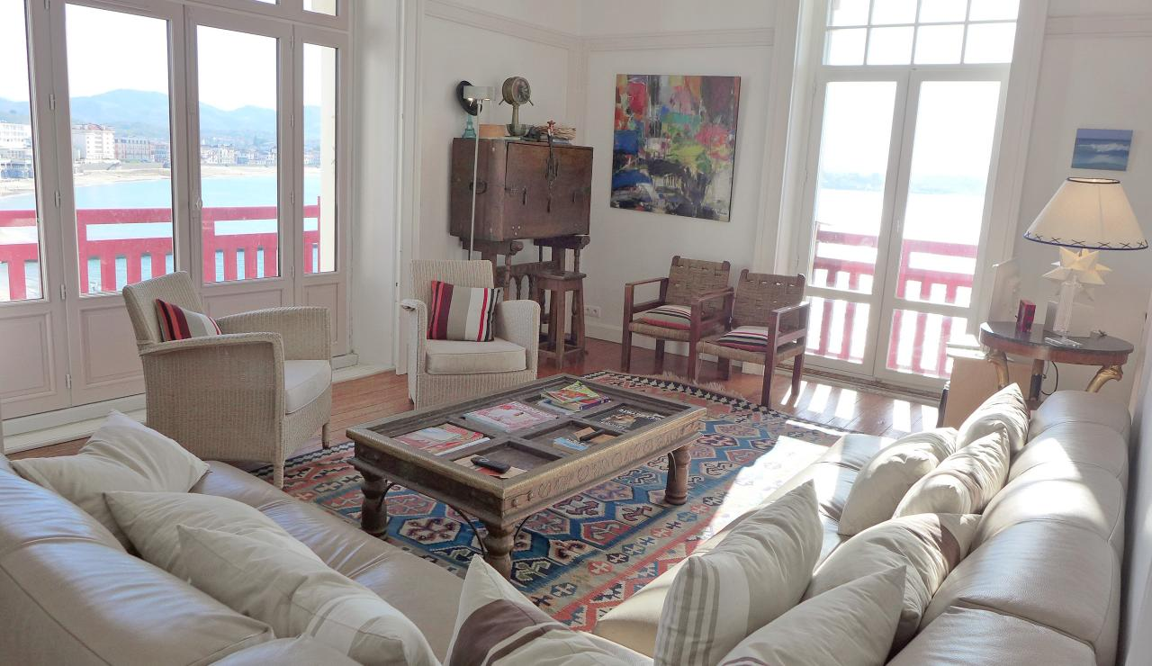 st-jean-de-luz-bay-view-apartment-living-room