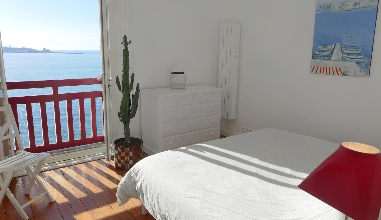 st-jean-de-luz-bay-view-apartment-master-bedroom