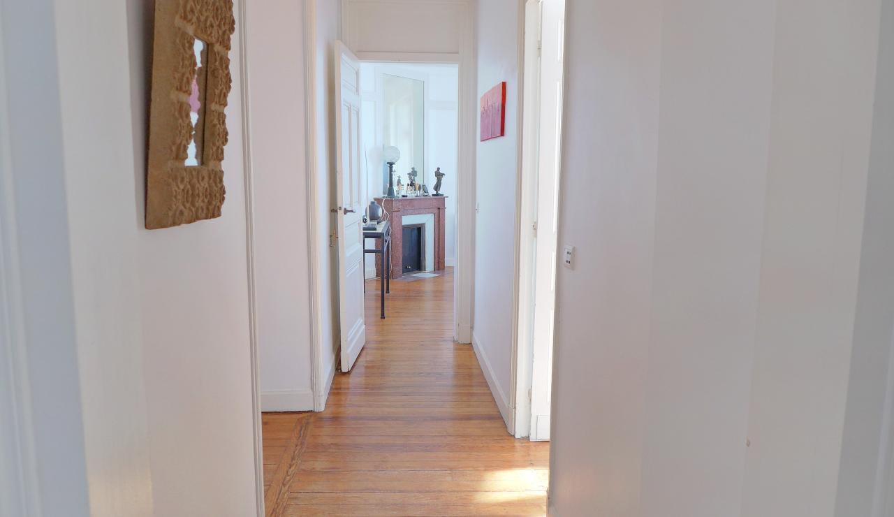 st-jean-de-luz-bay-view-apartment-corridor