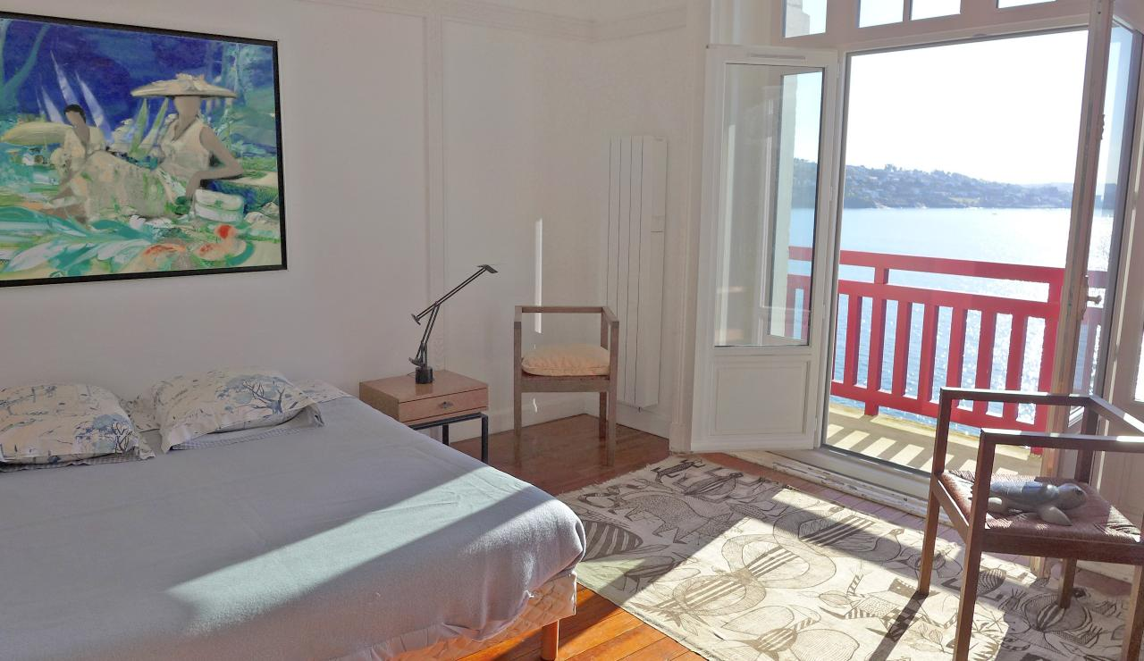 st-jean-de-luz-bay-view-apartment-bedroom-two-sea-view