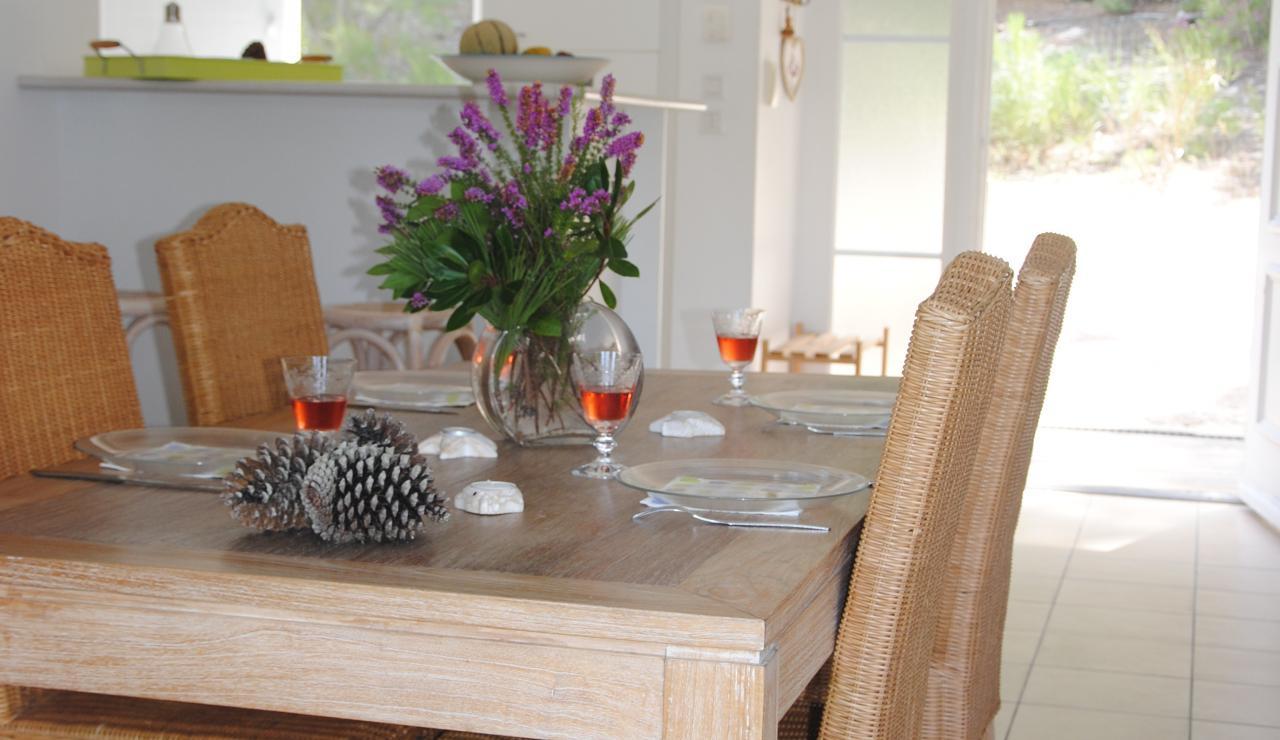 070 Villa Estival dining