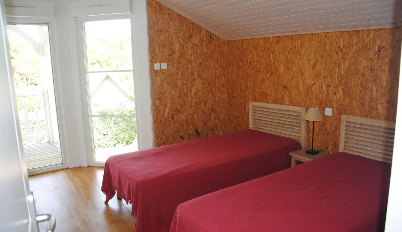 070 Villa Estival twin beds