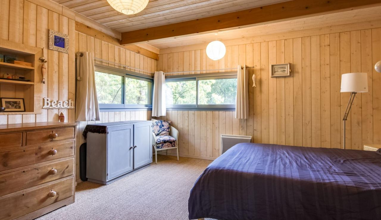 cap-ferret-walk-to-beach-house-master-bedroom