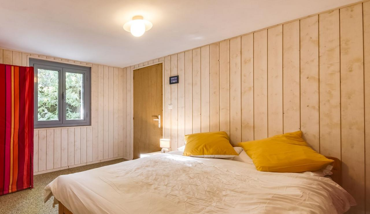cap-ferret-walk-to-beach-house-downstairs-bedroom-4