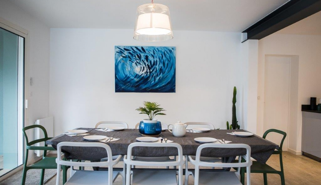 hossegor-beach-villa-heated-pool-dining-room-1