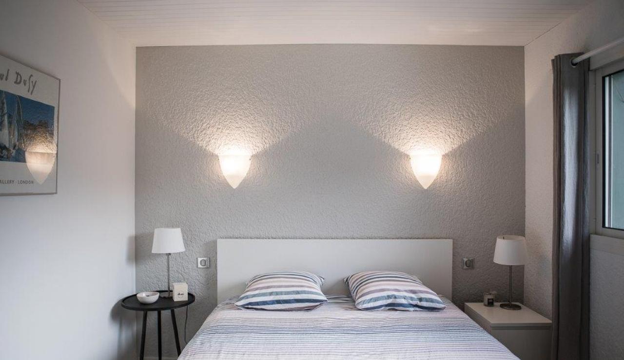 hossegor-beach-villa-heated-pool-double-bedroom-1