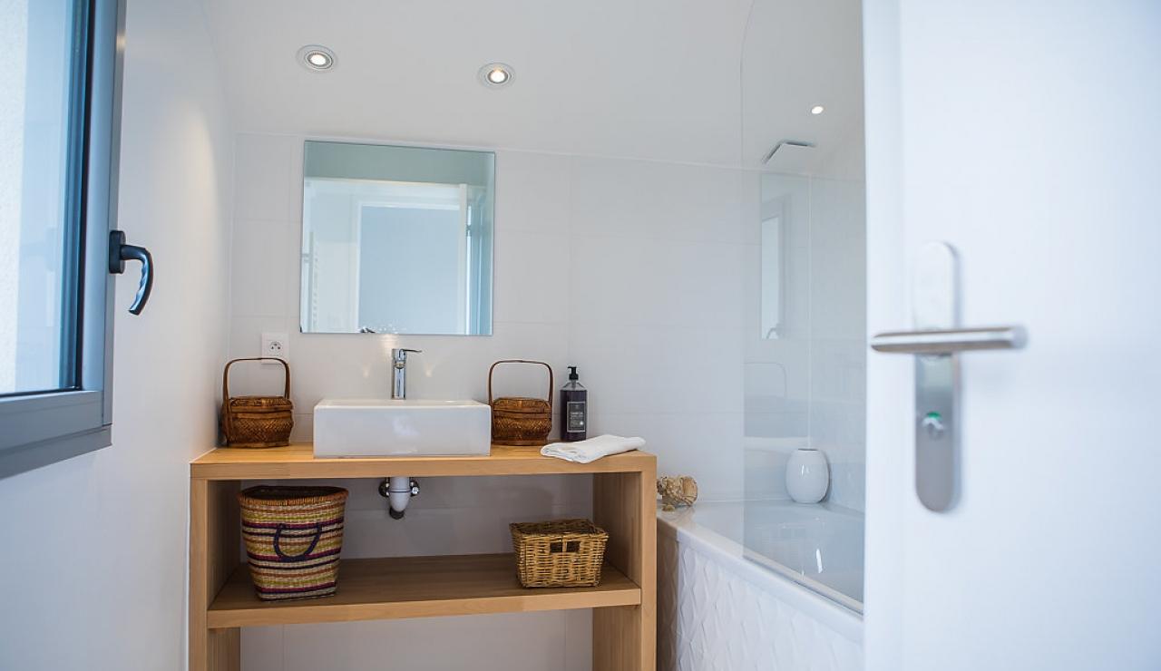 la-piste-beach-house-bathroom-1