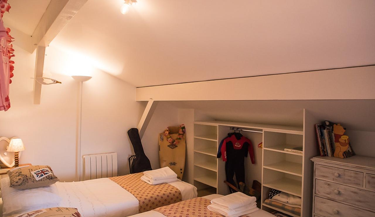 la-piste-beach-house-bedroom-4
