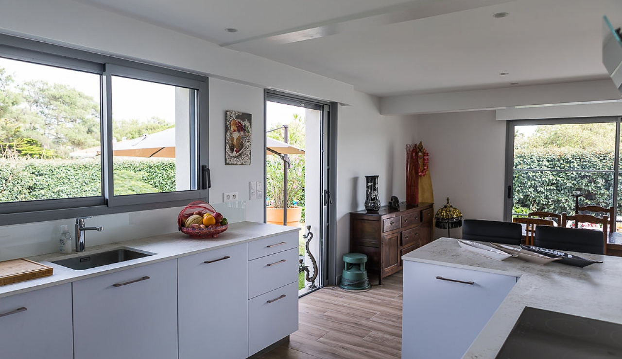 la-piste-beach-house-kitchen-1