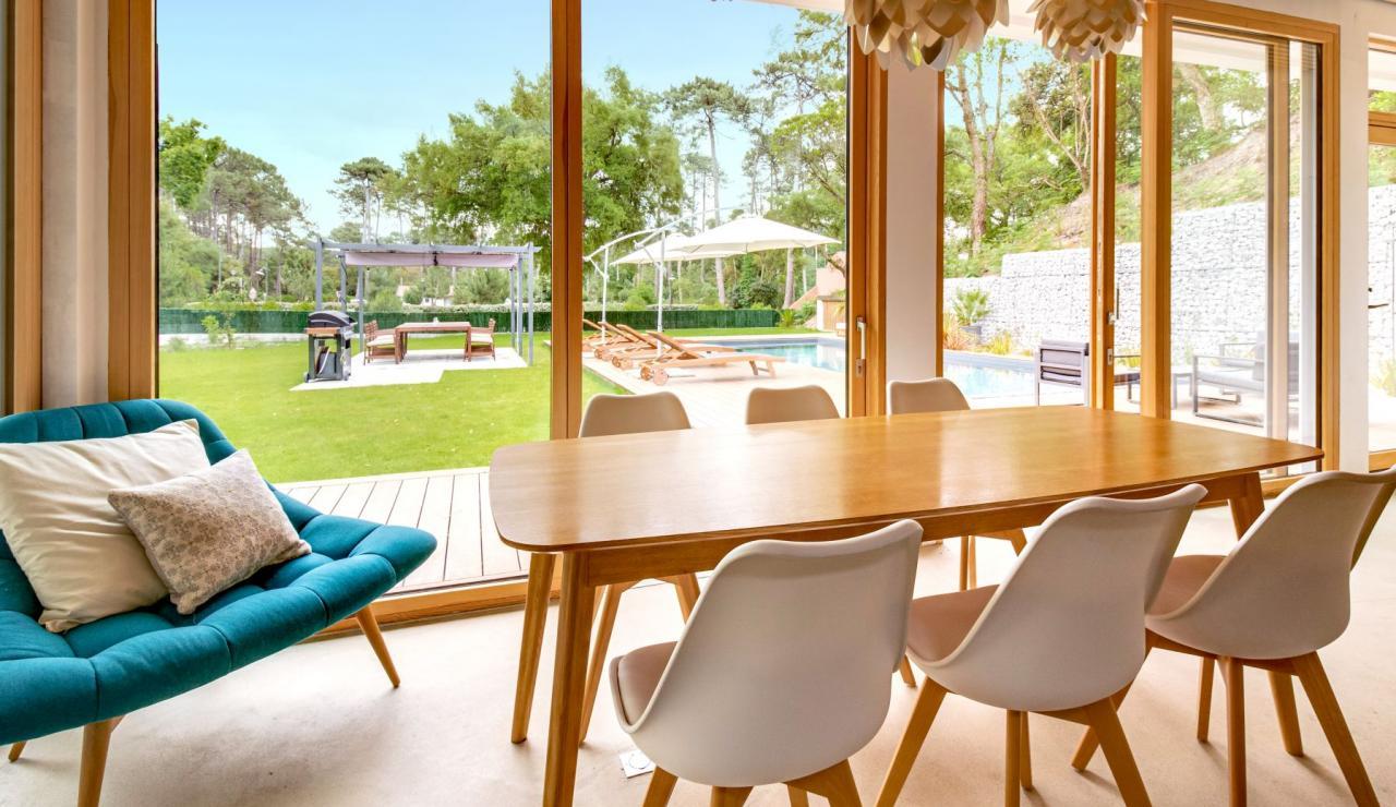 hossegor-design-villa-with-pool-dining