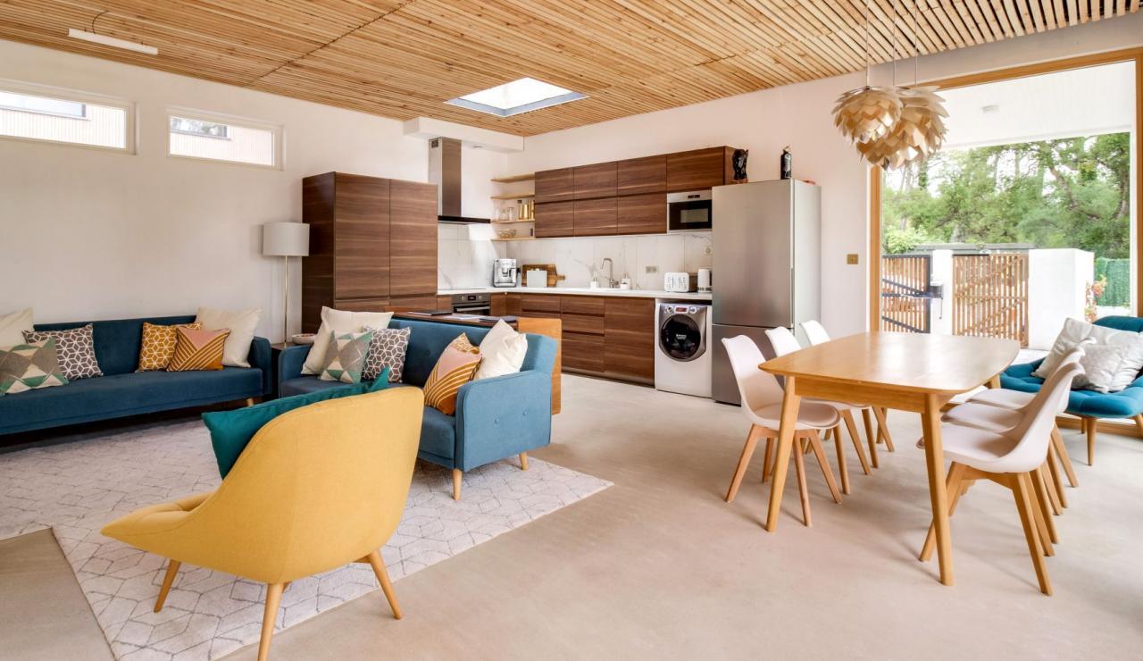 hossegor-design-villa-with-pool-living-dining