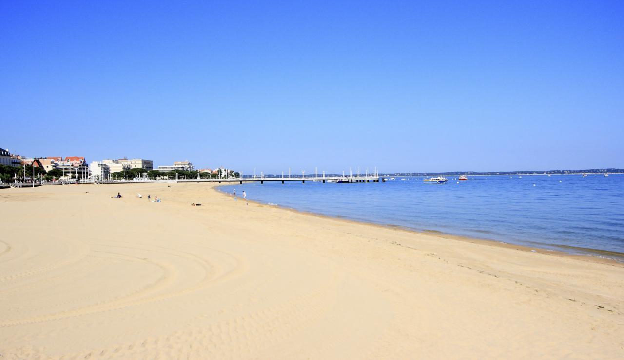 local-arcachon-beach