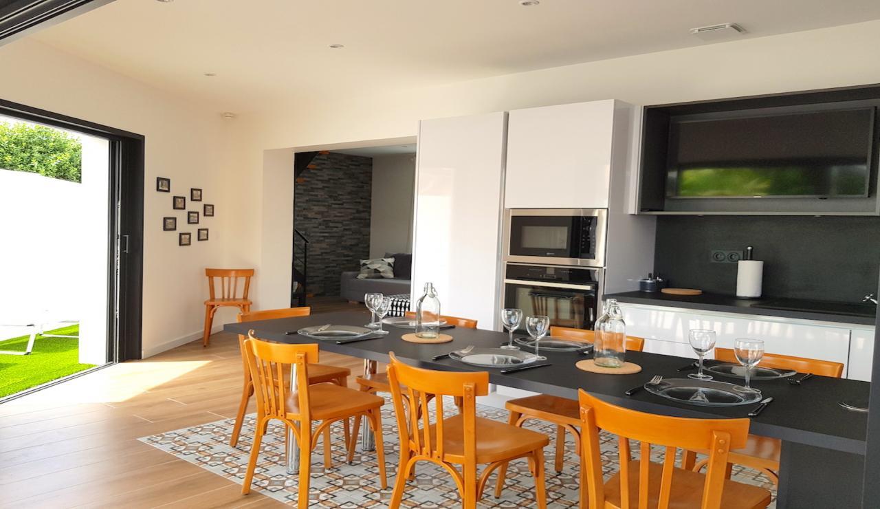 arcachon-walk-to-beach-villa-kitchen