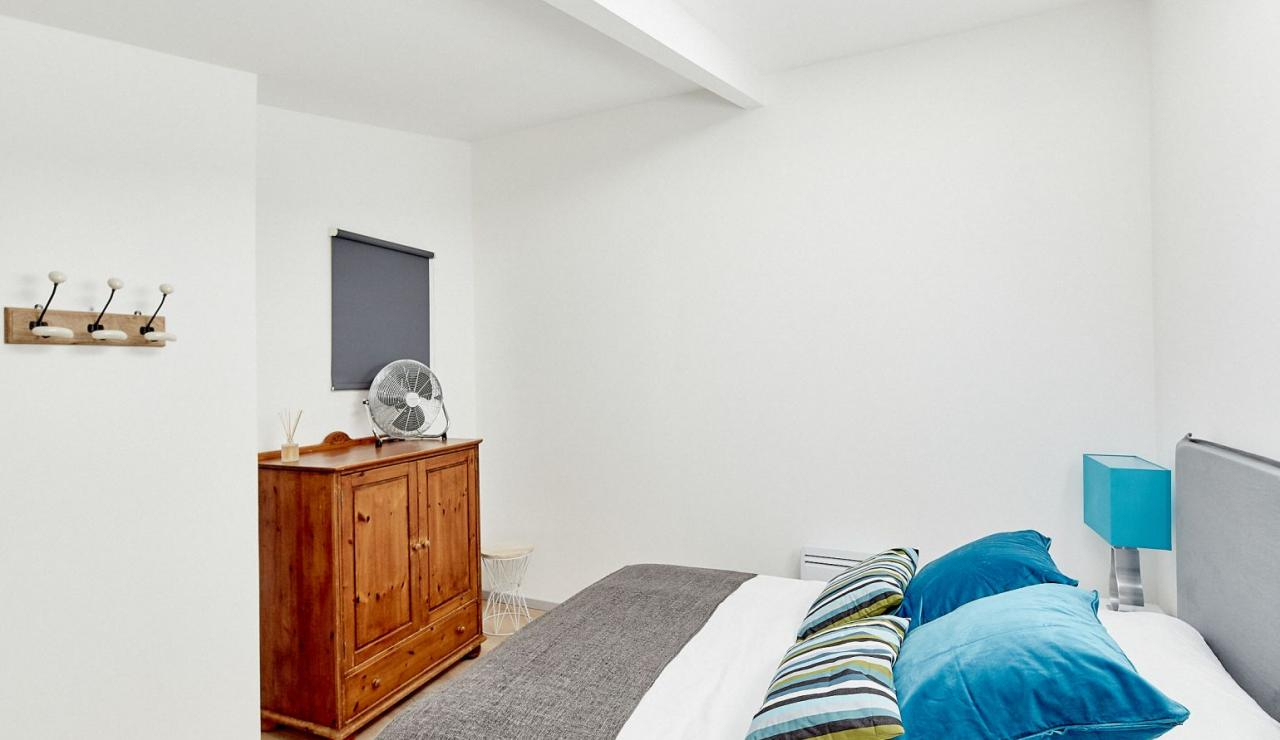 walk-to-beach-holiday-arcachon-master-bedroom