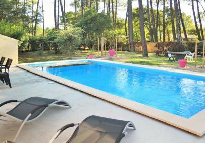Villa with pool sleeps 8 Vieux Boucau
