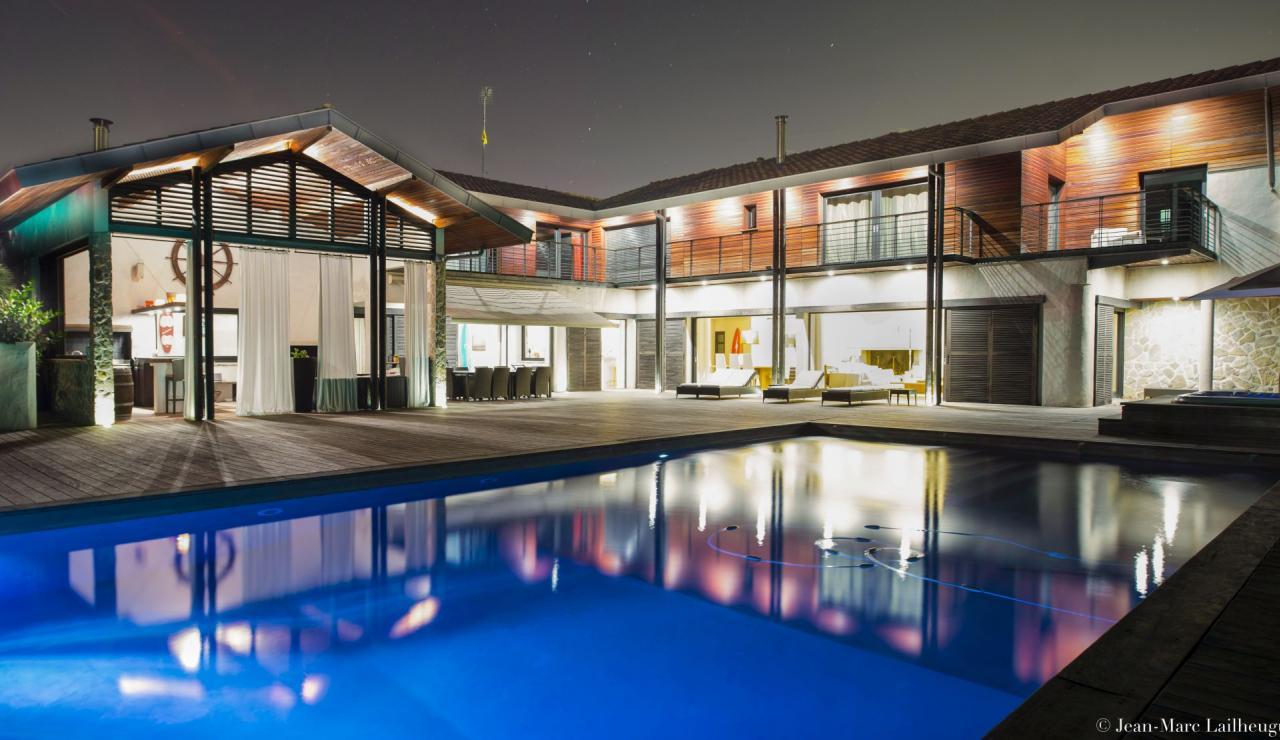 capbreton-luxury-beach-villa-at-night