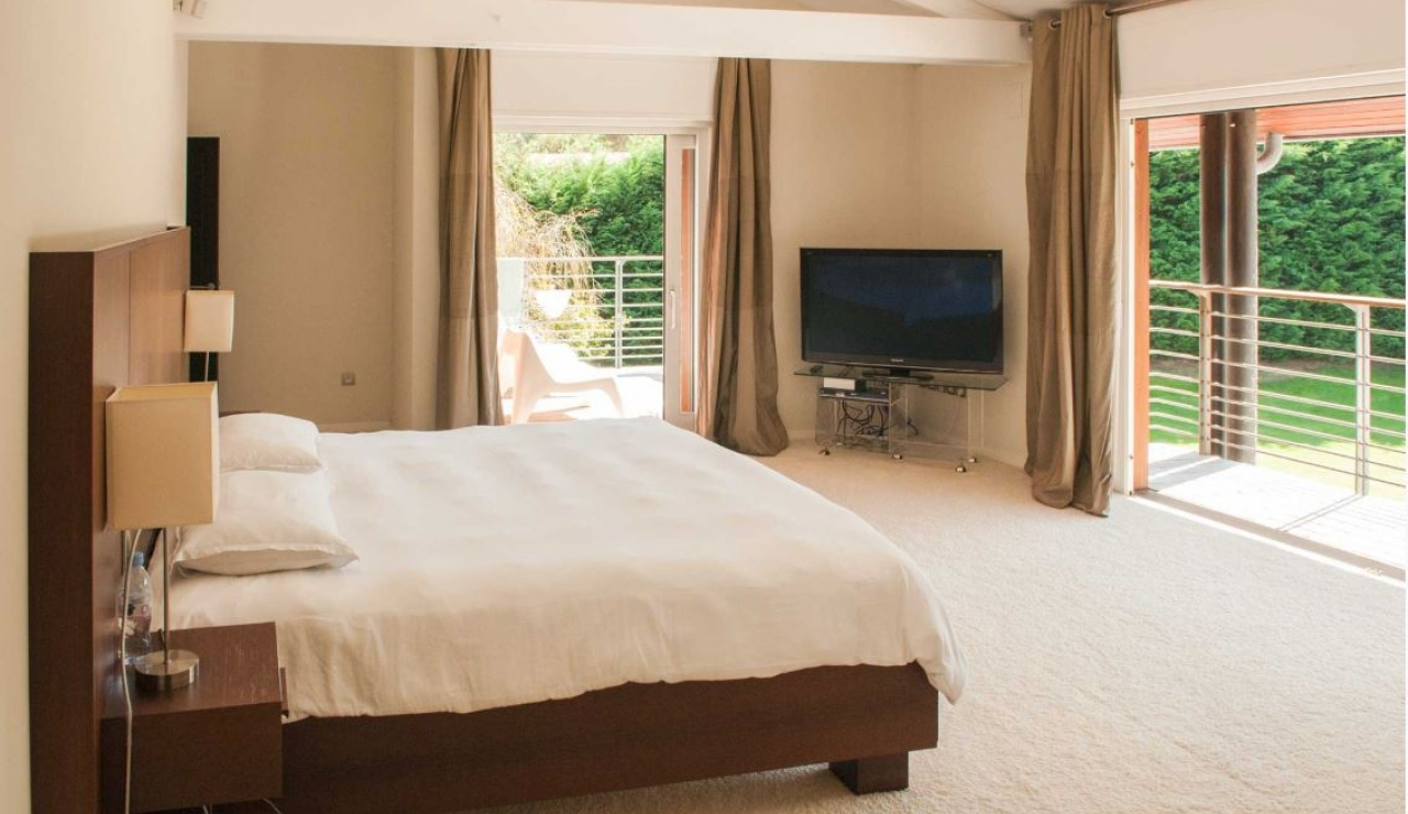 luxury-beach-house-capbreton-master-bedroom-2