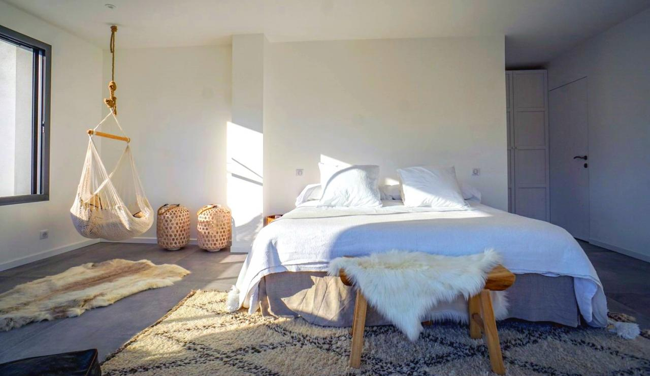 luxury-beach-villa-hossegor-france-bedroom-1