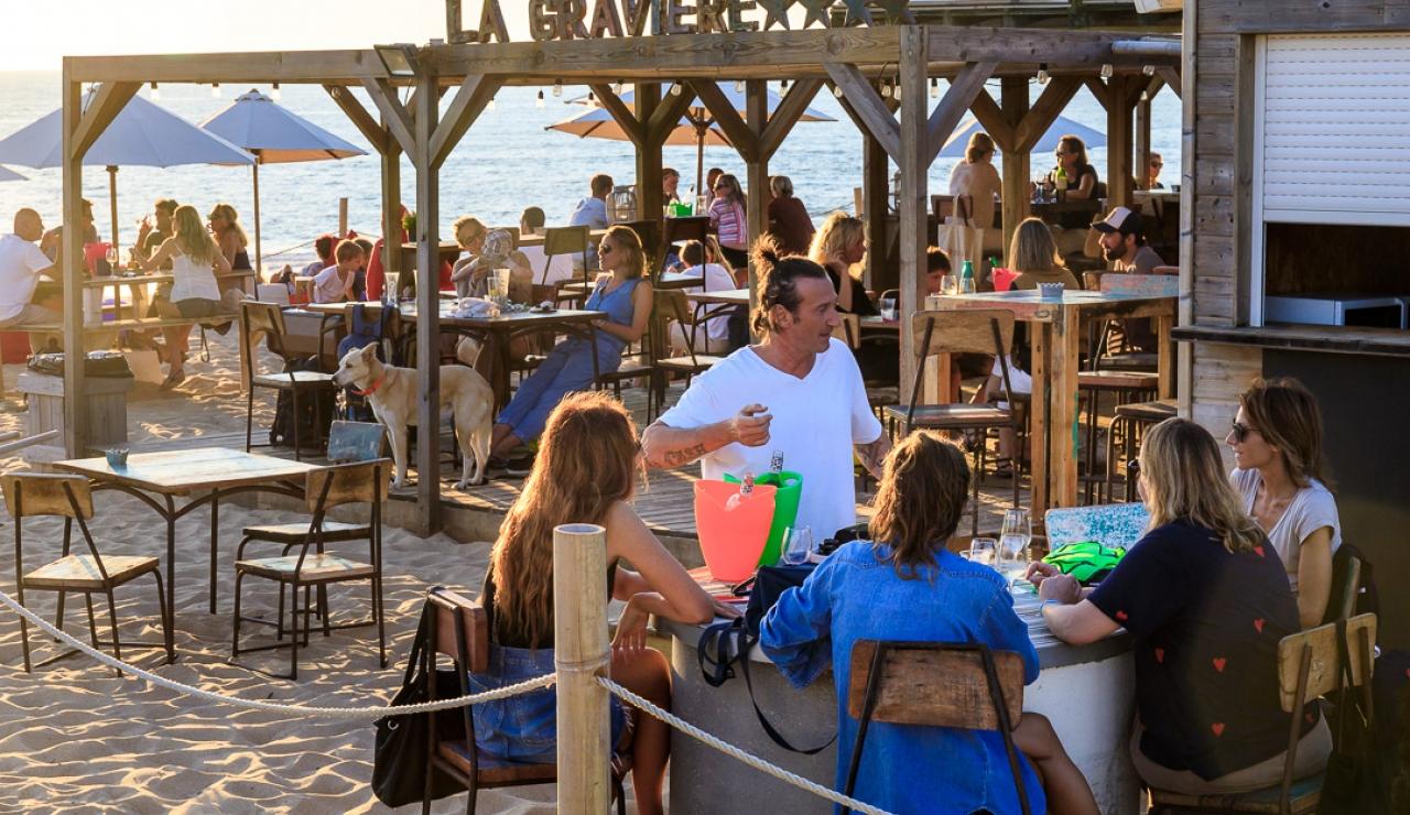 hossegor-la-graviere-beach-bar-sun-setting
