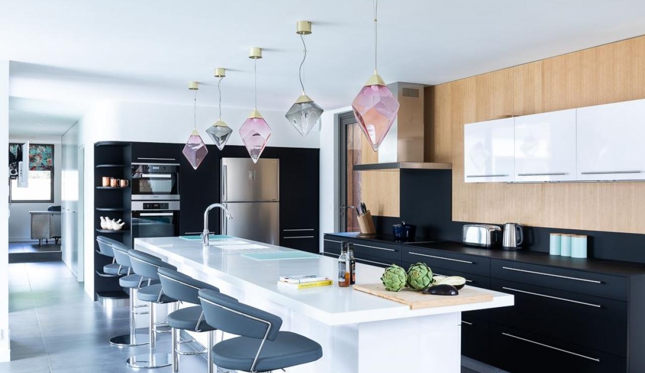 luxury-ile-de-r-villa-with-pool-master-bedroom