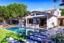 luxury-ile-de-r-villa-with-pool-summer-eating