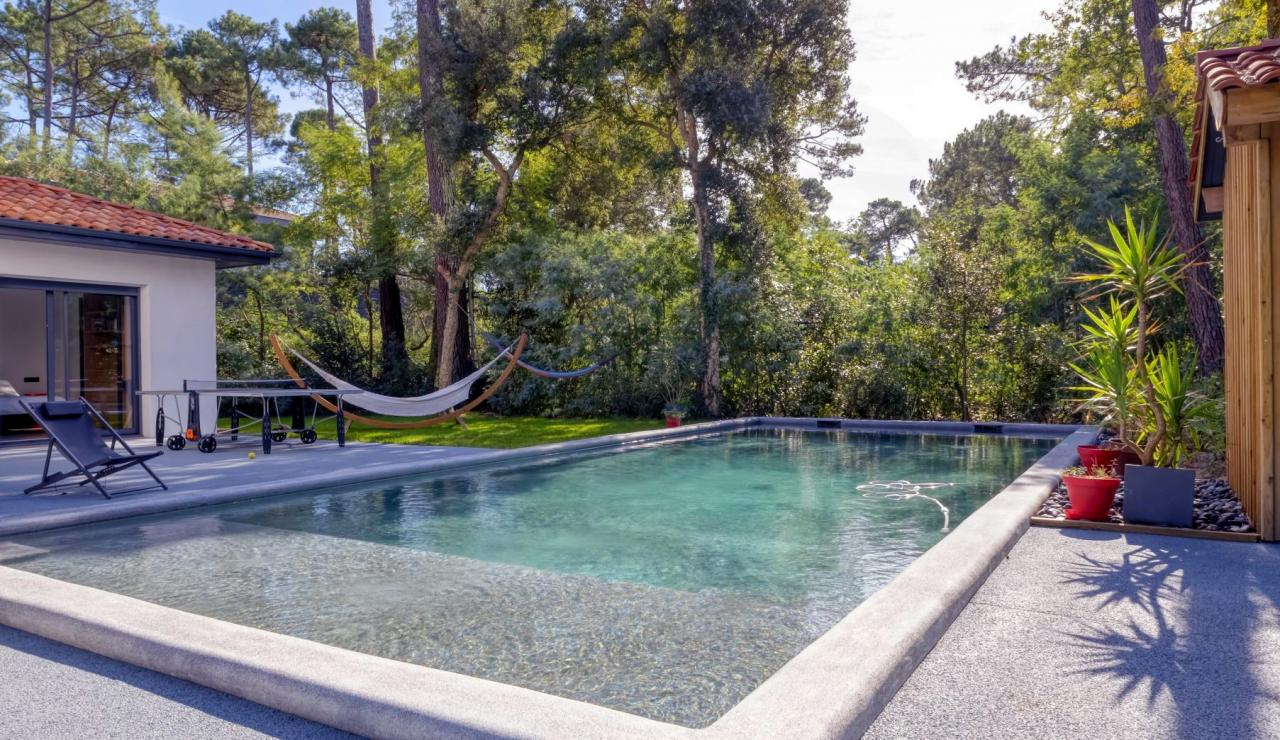 hossegor-villa-with-pool-garden