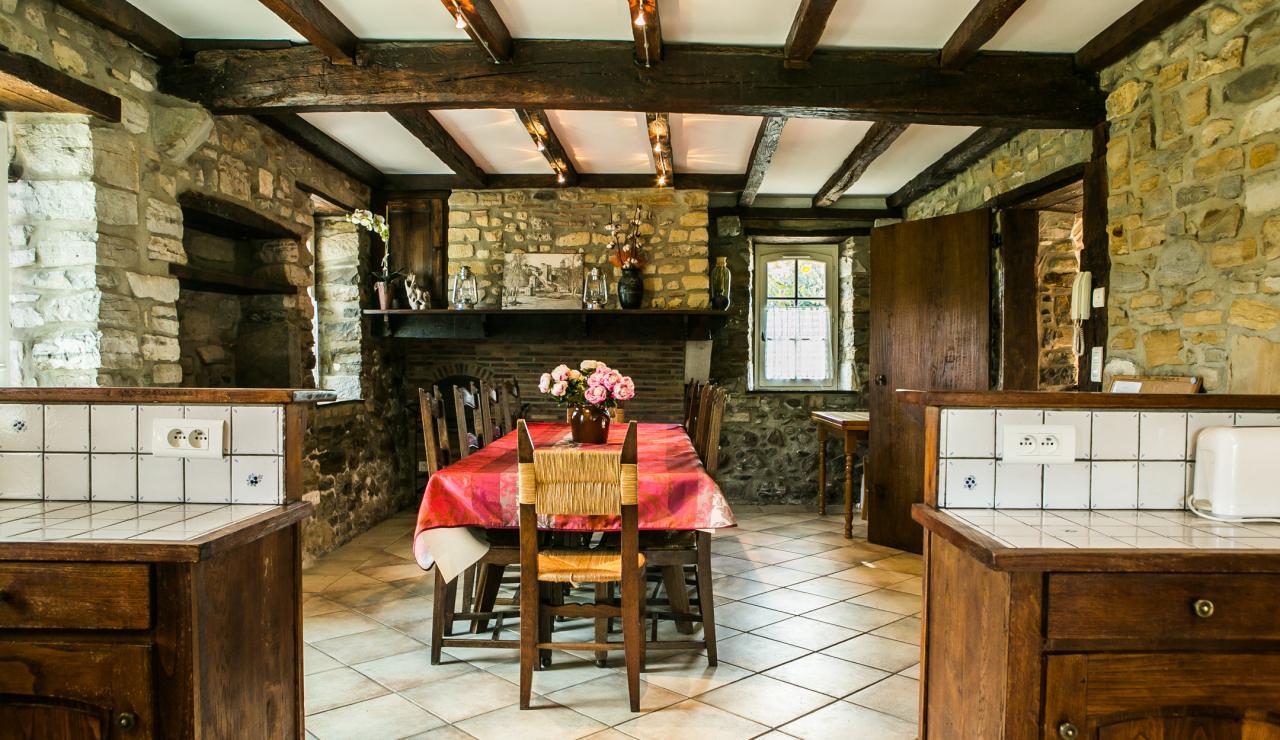 indoor-dining-area