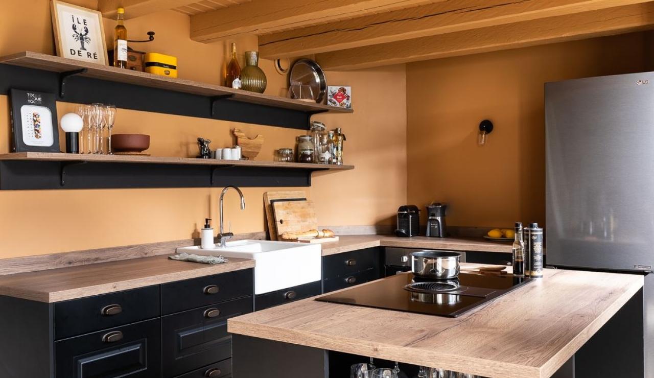 ile-de-r-walk-to-beach-cottage-kitchen