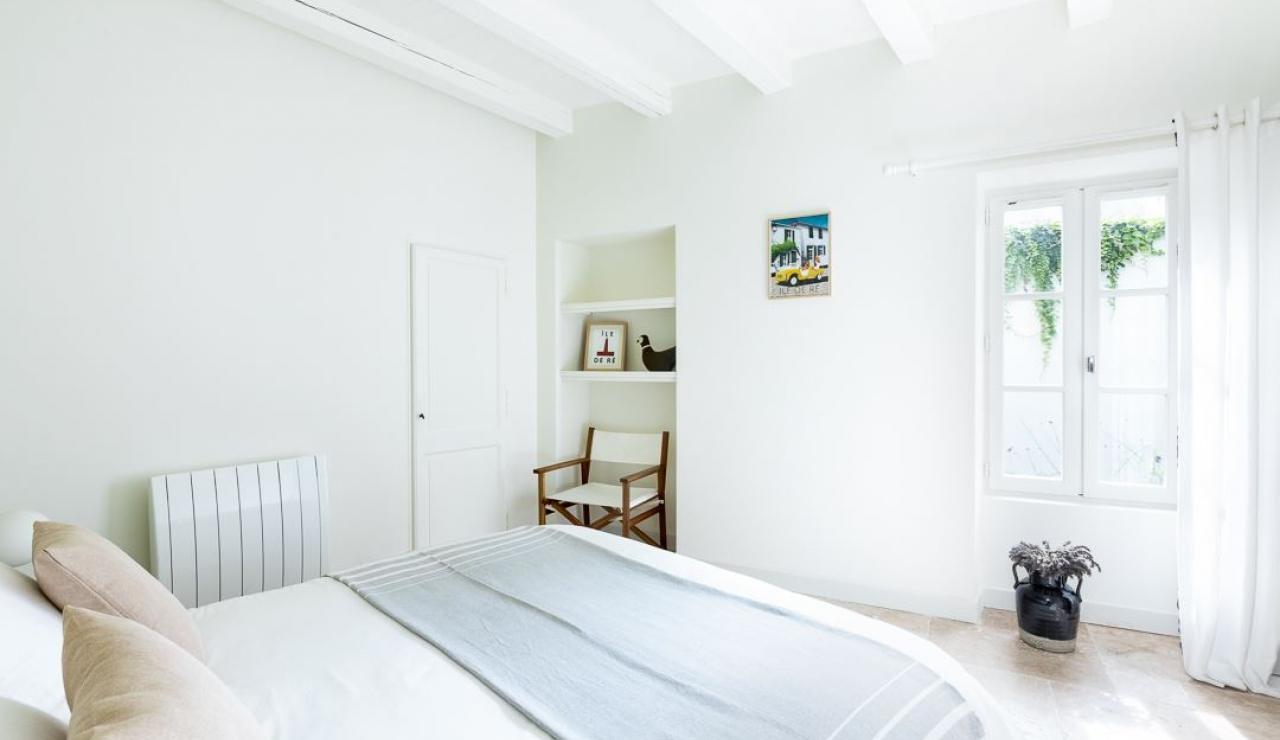 ile-de-r-walk-to-beach-cottage-bedroom