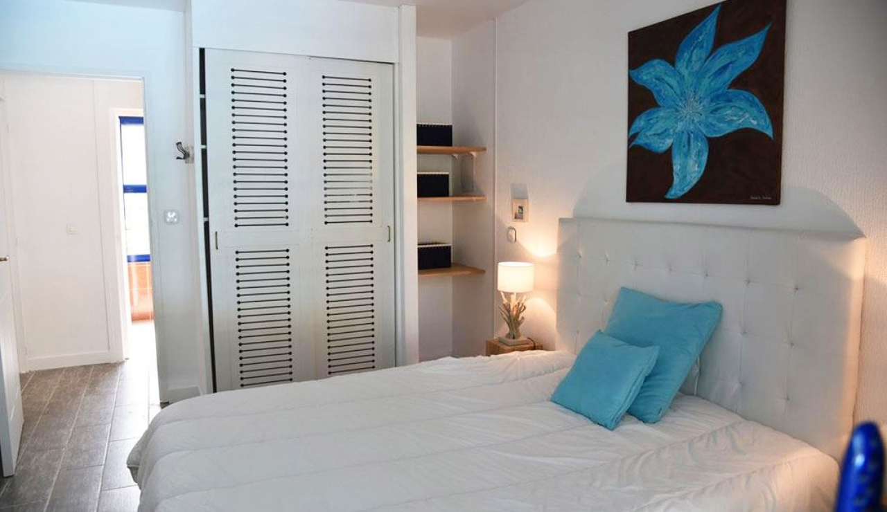 stylish-walk-to-beach-villa-with-pool-moliets-plage-second-downstairs-double-bedroom