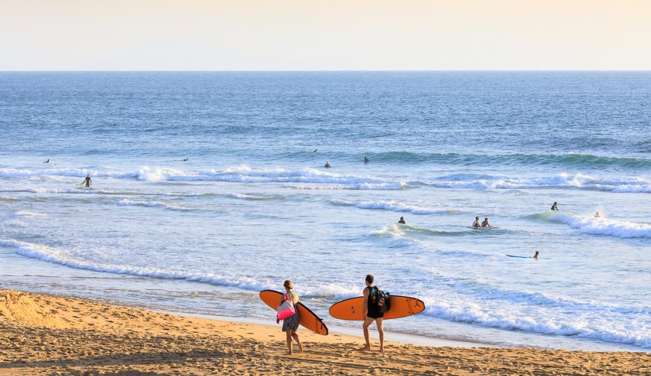 hossegor-surfers