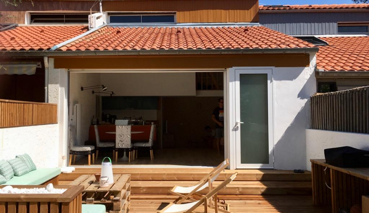 beach-chalet-hossegor-outside-looking-in