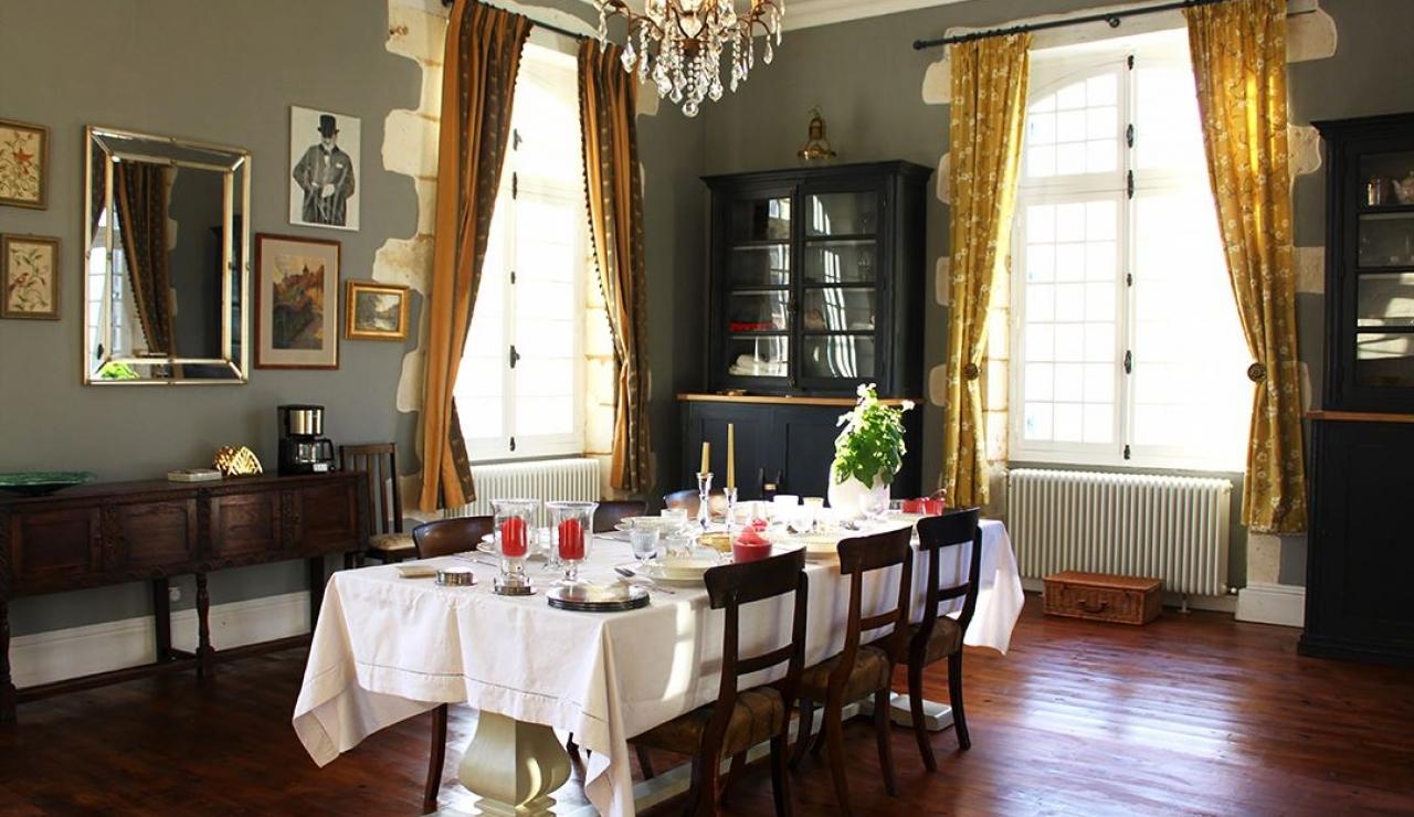 chateau-de-la-forge-dining