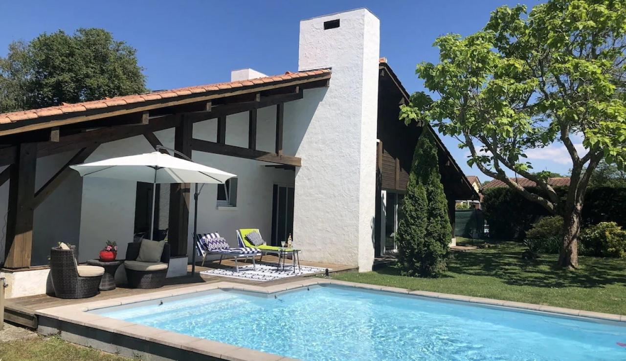 heated-pool-villa-landes