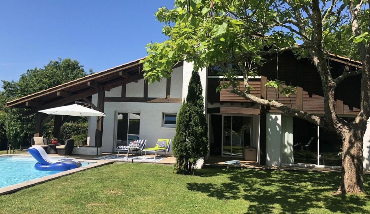 landes-villa-heated-pool-garden-again