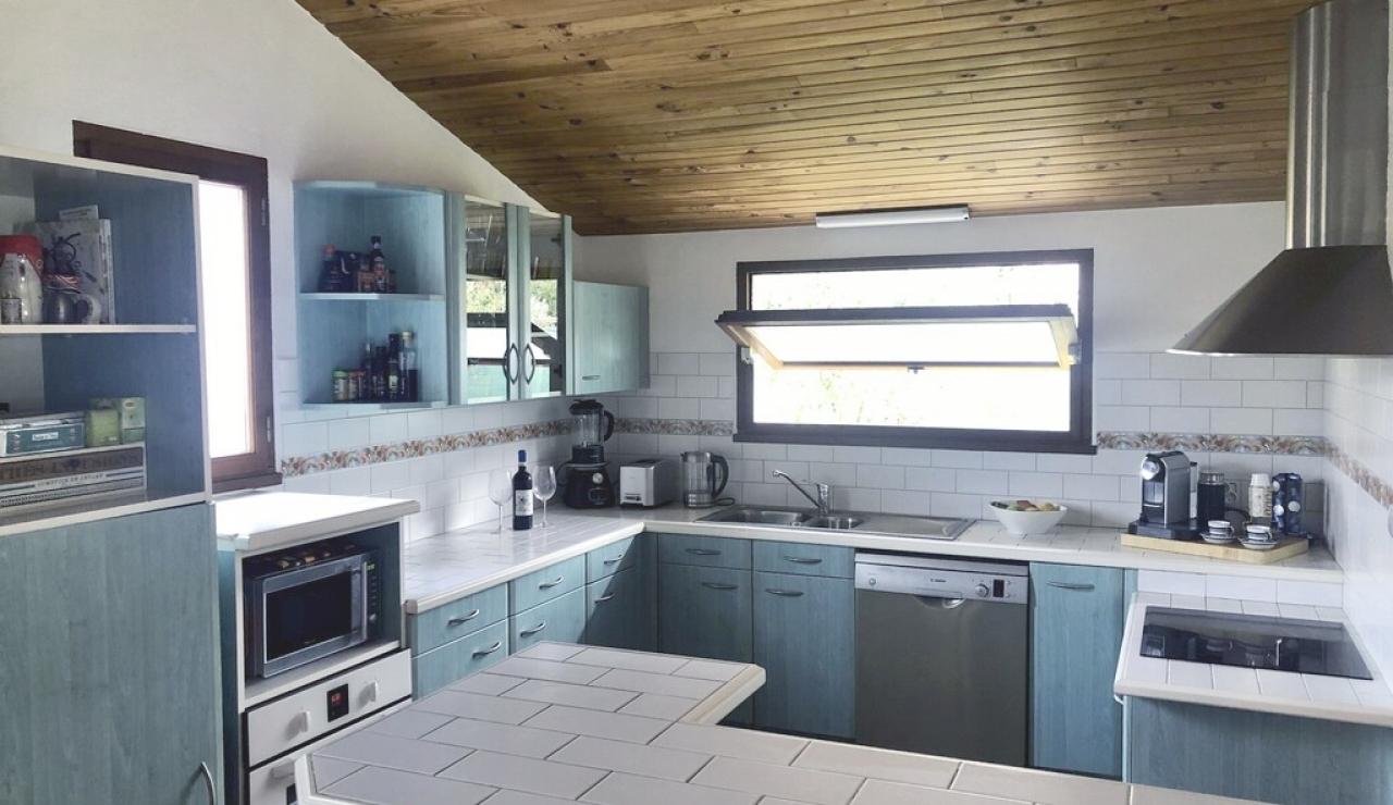 landes-villa-heated-pool-kitchen