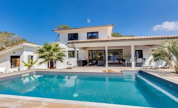 Walk to beach villa Estagnots