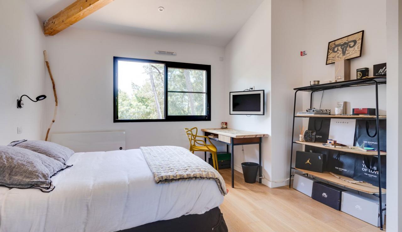 walk-to-beach-villa-estagnots-bedroom-3