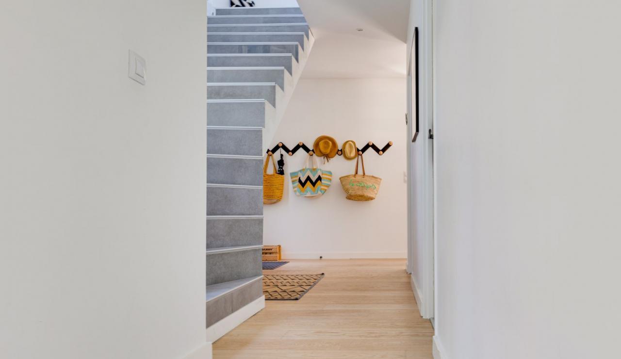 walk-to-beach-villa-estagnots-hallway