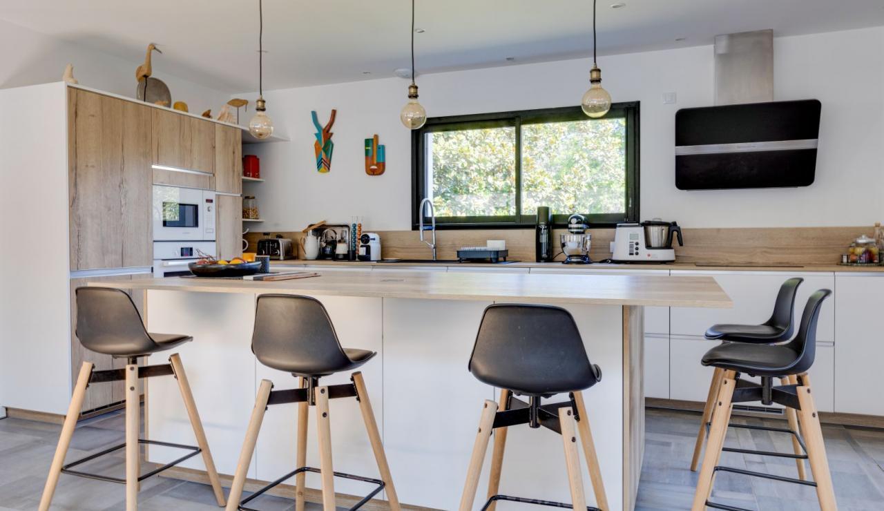 walk-to-beach-villa-estagnots-kitchen