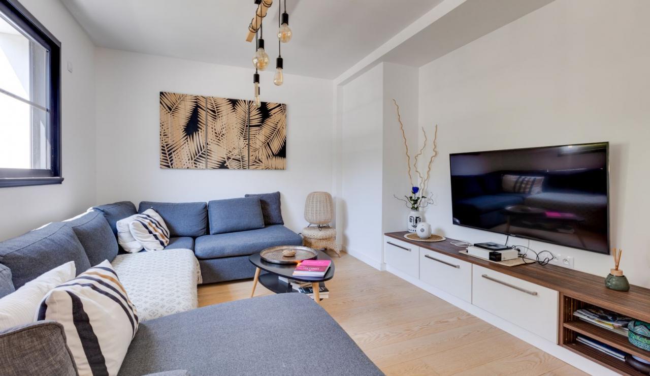 walk-to-beach-villa-estagnots-tv-corner