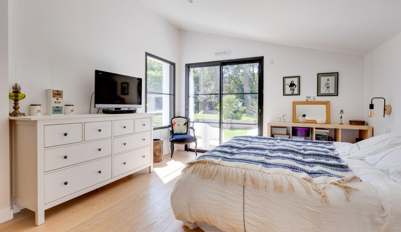 walk-to-beach-villa-estagnots-bedroom-1